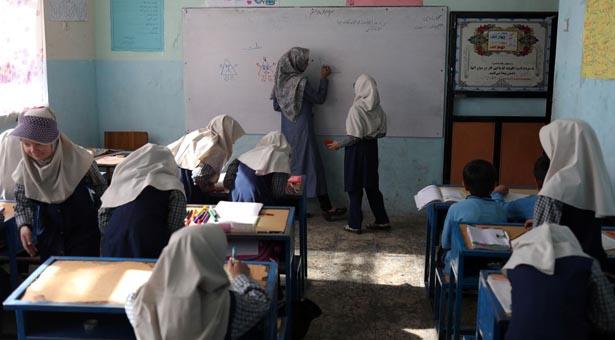 আফগান প্রাইমারিতে নারী শিক্ষার্থীরা অংশ নিচ্ছে